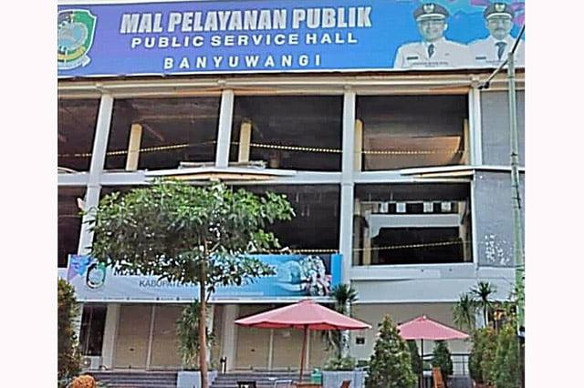 Pekerja Bangunan Mall Pelayanan Publik Sritanjung Masih Sakit Diminta Kerja?