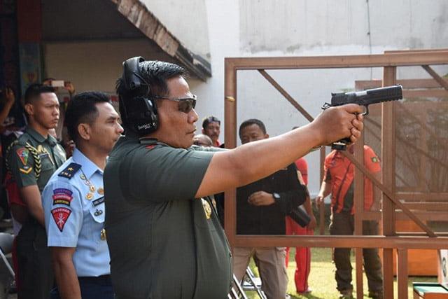 Pangdam III Siliwangi Buka Kejuaraan Menembak Kogartap II Bandung