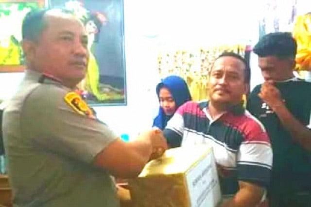 AKBP Arman Bantu Kaki Palsu Korban Laka Lantas