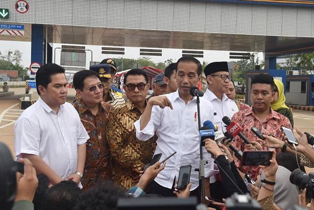 Jokowi Apresiasi Sikap Tegas Erick Tohir Pecat Dirut Garuda