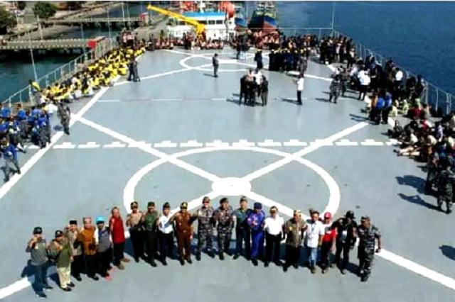 Ratusan Pemuda Jalani Latihan Bela Negara di KRI Surabaya 591