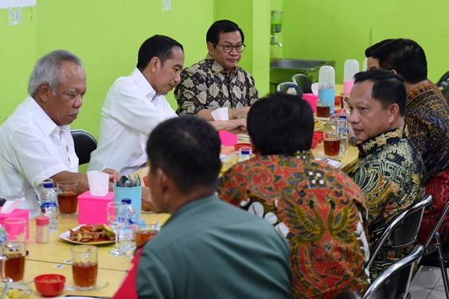 Presiden Jokowi Makan Pakai Sambal Buatan Gubernur Kalimantan Utara