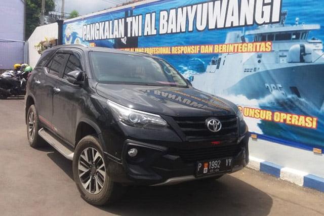 Pengusaha Pakai Mobil Fortuner Plat TNI di Banyuwangi Diamankan Denpomal