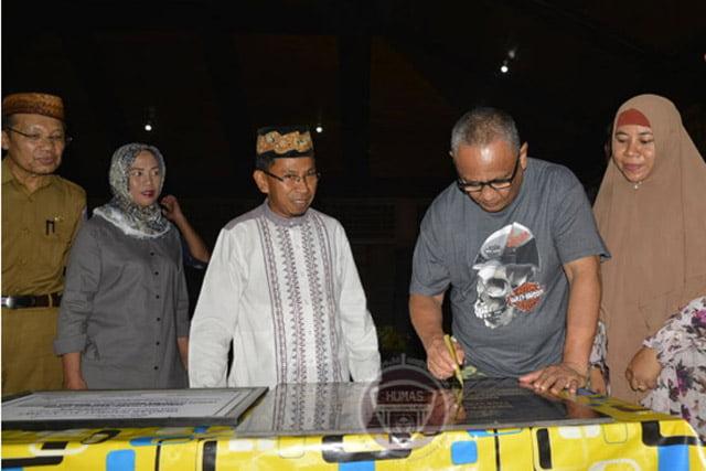 Gubernur Gorontalo Sumbangkan 1 Ton Beras Tiap Sawahnya Panen Ke Pondok Pesantren