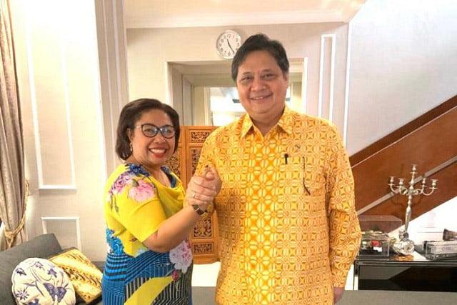 Ketua DPD II Raja Ampat, Selvi Wanma SH Serahkan Berkas Bacabup Bacawabup Raja Ampat ke DPP Partai Golkar