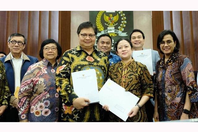 Pemerintah Serahkan Surpres dan Draft Omnibus Law ke DPR