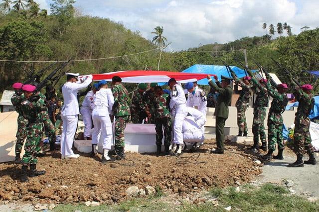 Yonmarhanlan X Gelar Upacara Pemakaman Militer Alm Mayor Laut (PM) Marthen L Aronggear
