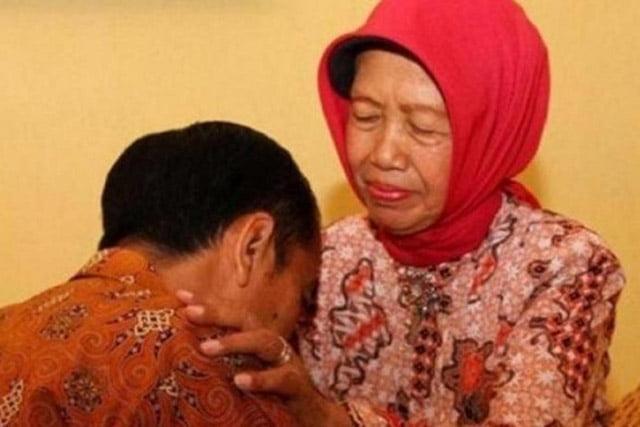 Ibunda Presiden Jokowi Sujiatmi Notomiharjo Meninggal Dunia
