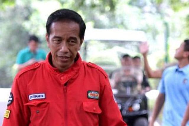 """""""Bagi-Bagi"""" Mobil, Relawan Jokowi Sebut Presiden Seperti Orang Mabok"""