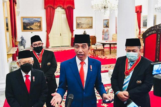 Alasan Presiden Anugerahkan Tanda Jasa dan Kehormatan Kepada Fadli Zon dan Fahri Hamzah