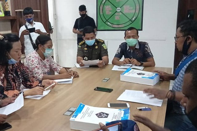 Kadis Kesehatan Keerom DiLaporkan ke Kejati Papua Atas Dugaan Korupsi 69 M