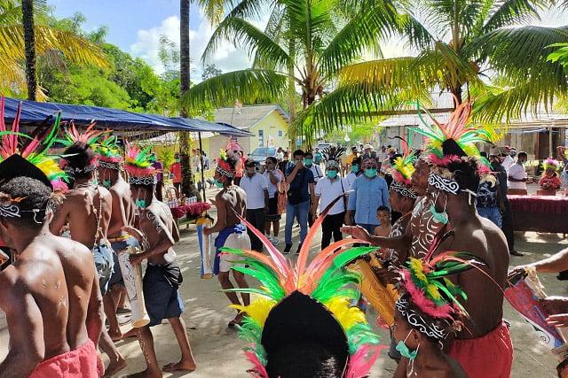 Pasangan Ruth Naomi Rumkabu dan Piet Yan Karel Pariaribo Kunjungi Kampung Sabarmyokre