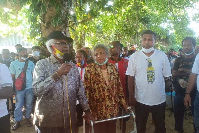 Para Tokoh Pendiri Supiori Turut Kampanyekan Pasangan Naomi Piet