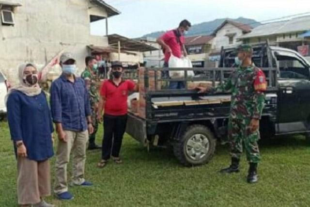 Koramil Sengah Temila Serahkan Sembako Untuk Bantu Warga Pasca Banjir