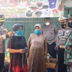 Polres Kebumen Bagikan Ribuan Masker Secara Serentak