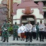Panglima TNI Bersama Kapolri Kelilingi Dua Pasar di Bali