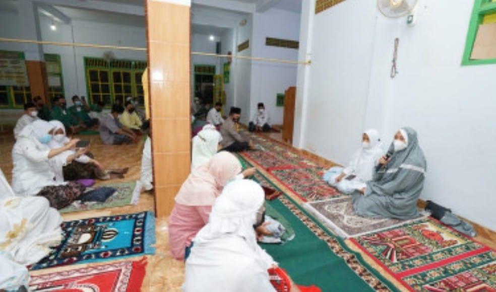 Safari Ramadan ke Masiid-Masjid, Bupati Ipuk: Terima Kasih Sudah Patuhi Protokol Kesehatan