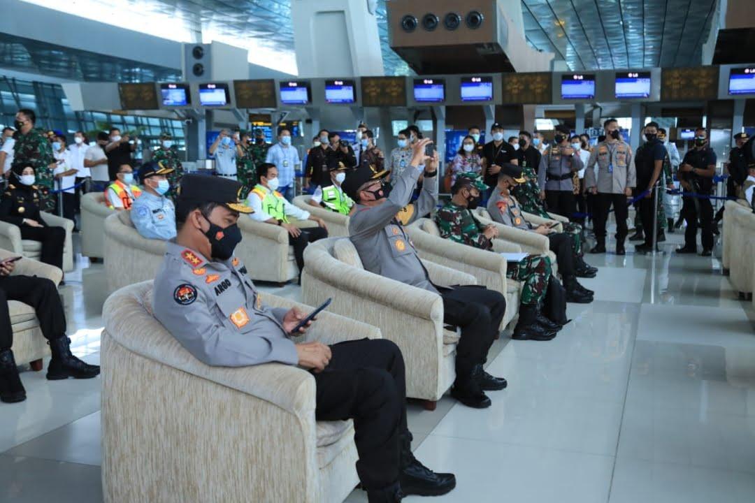 Tinjau Arus Mudik di Bandara Soetta, Kapolri Minta Perketat Pengawasan WNA China