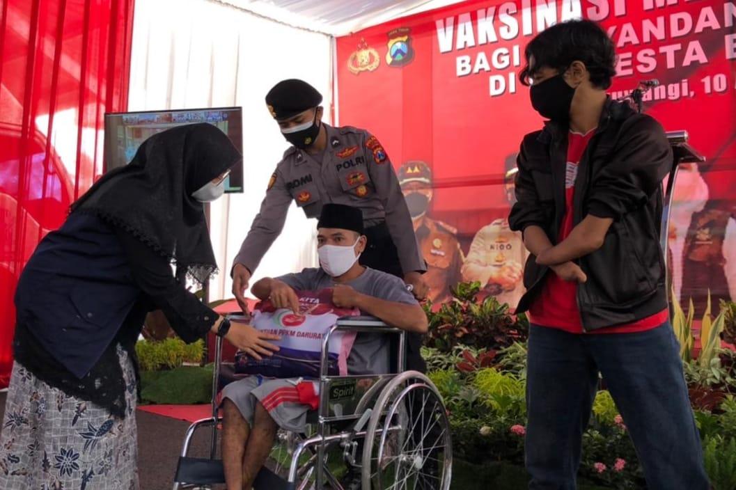 Polres Banyuwangi Lakukan Vaksinasi Kepada 50 Orang Penyandang Disabilitas